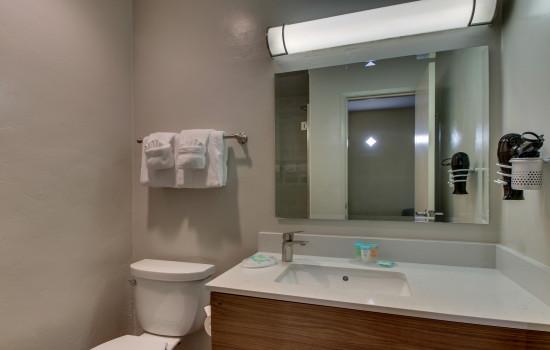 The Stevenson Monterey - Private Bathroom