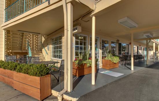 The Stevenson Monterey - Hotel Entrance